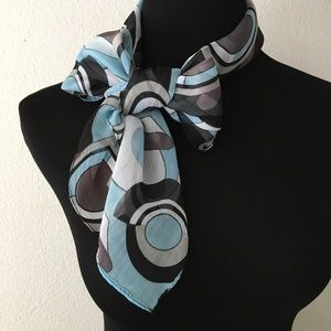 Alice &Olivia | Blue & Gray Geometric Shapes Scarf